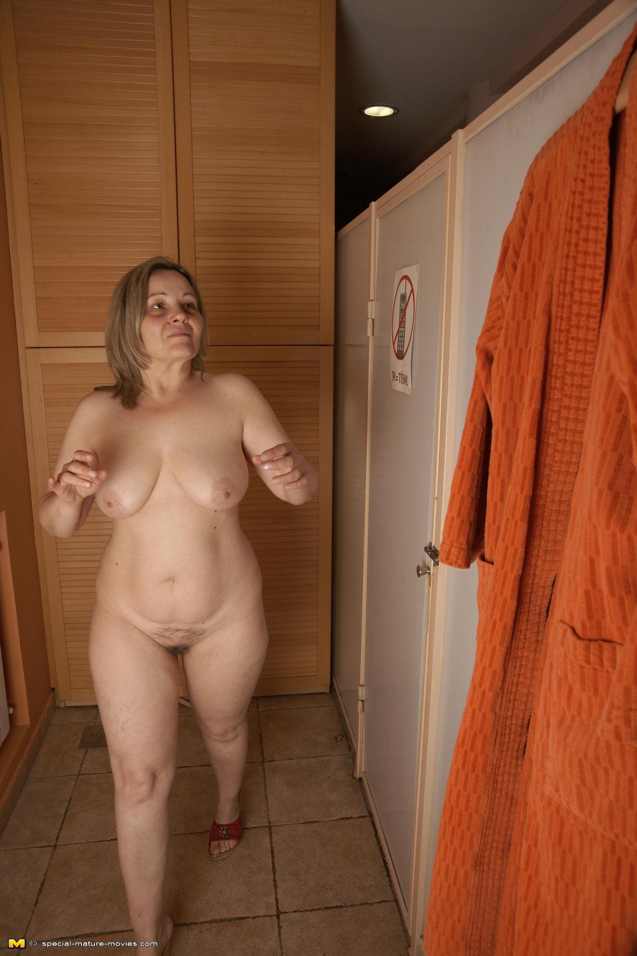 Sauna nackt milf Familie Nackt