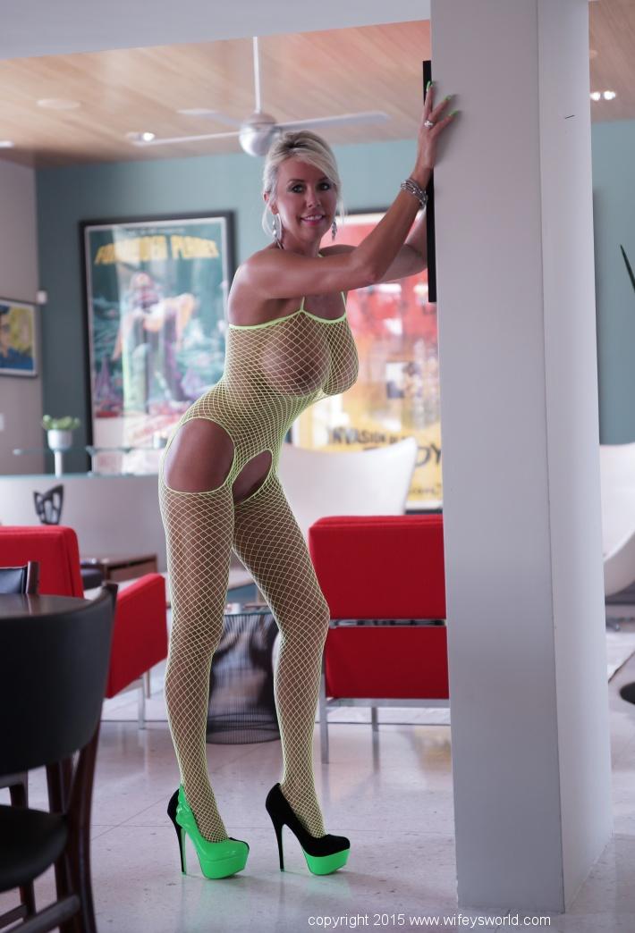 Hot!!!! big titts milfs